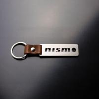 [Oceľový prívesok na kľúče s koženým remienkom NISMO]